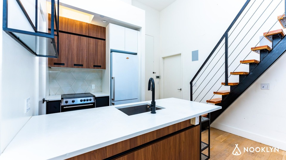 A $6,600.00, 6 bed / 2 bathroom apartment in Williamsburg