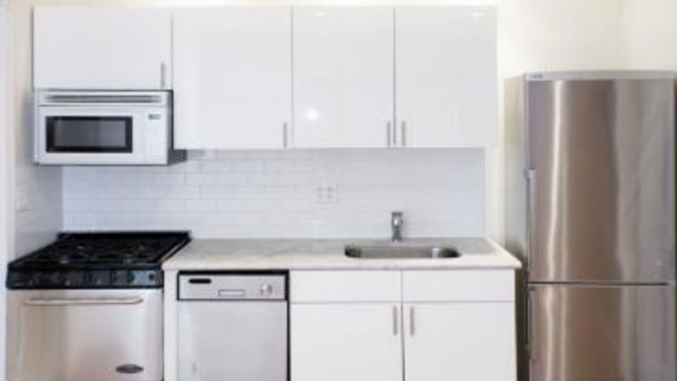 A $5,617.00, 3 bed / 1 bathroom apartment in West Village