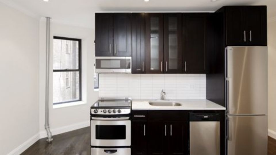 A $5,927.00, 3 bed / 2 bathroom apartment in East Village