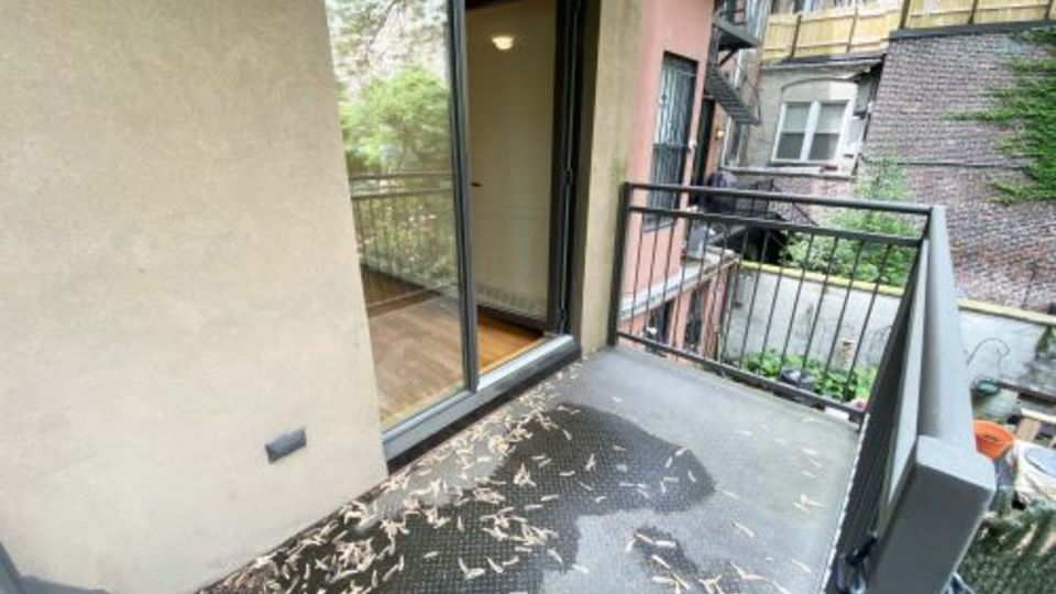 A $5,042.00, 3 bed / 1 bathroom apartment in Hell's Kitchen