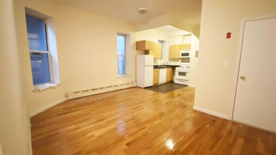 A $3,208.00, 2 bed / 1 bathroom apartment in Hell's Kitchen