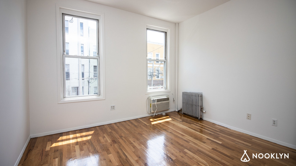 A $2,500.00, 2 bed / 1 bathroom apartment in Greenpoint