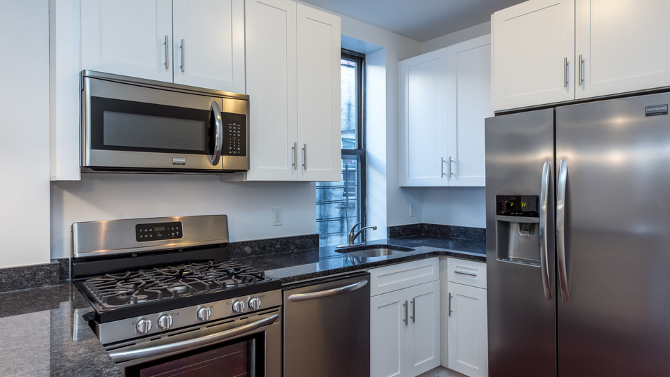 A $2,612.00, 3 bed / 2 bathroom apartment in Bed-Stuy