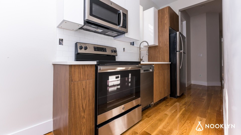 A $2,800.00, 3 bed / 2 bathroom apartment in Ridgewood