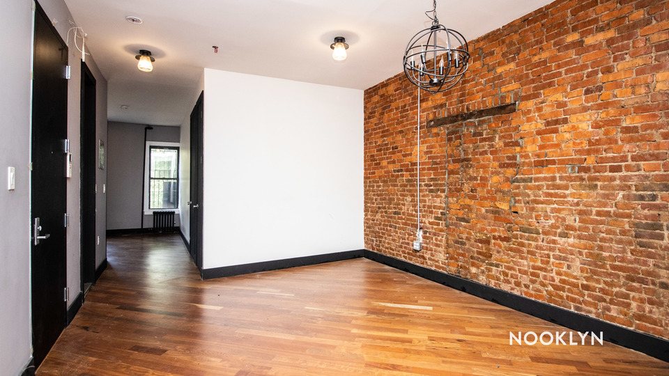 A $2,200.00, 3 bed / 1 bathroom apartment in Bed-Stuy
