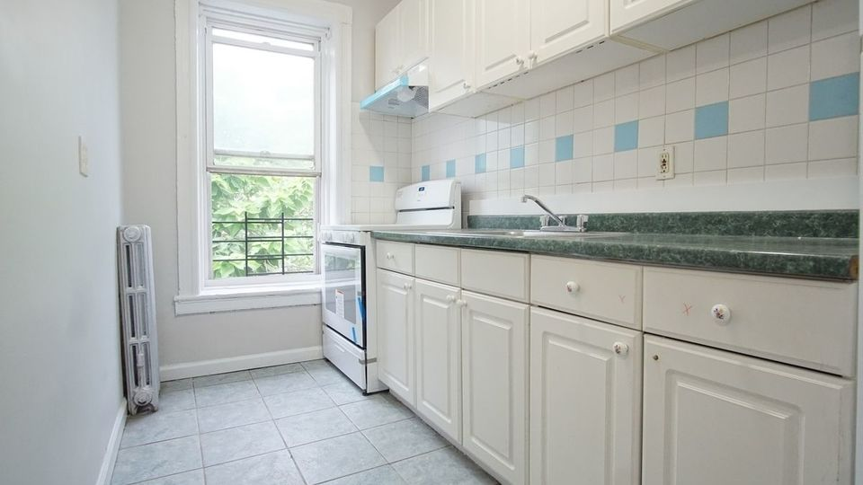 A $2,250.00, 2 bed / 1 bathroom apartment in Cypress Hills