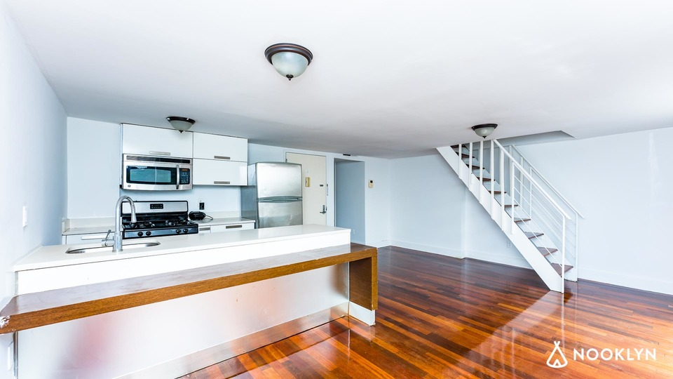 A $7,900.00, 6 bed / 4 bathroom apartment in Williamsburg
