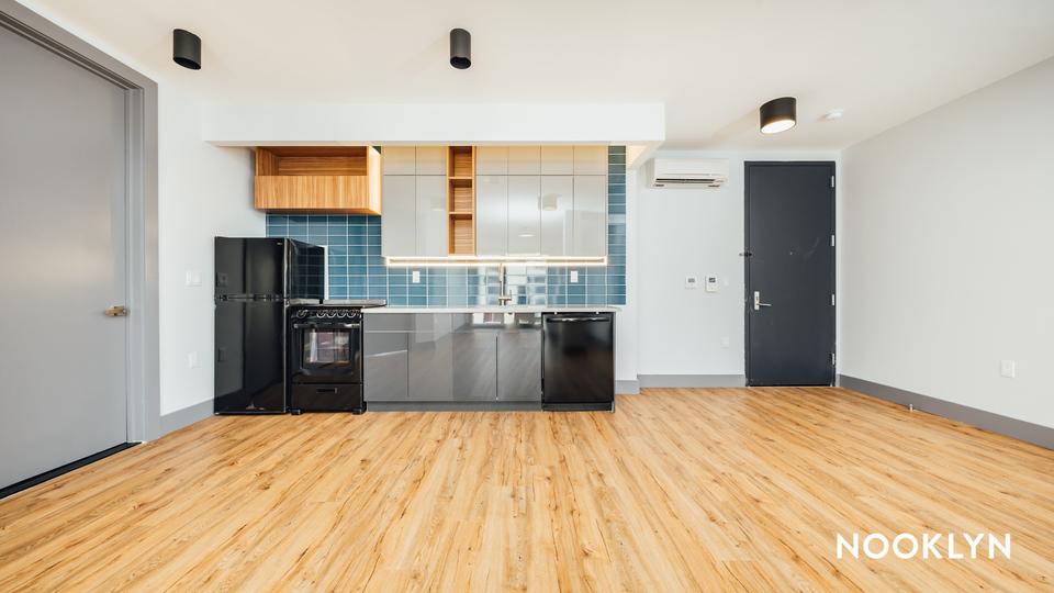 A $2,500.00, 3 bed / 2 bathroom apartment in Kensington