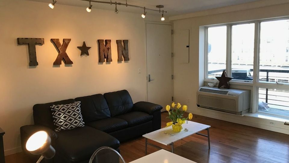 A $3,395.00, 2 bed / 1 bathroom apartment in Williamsburg
