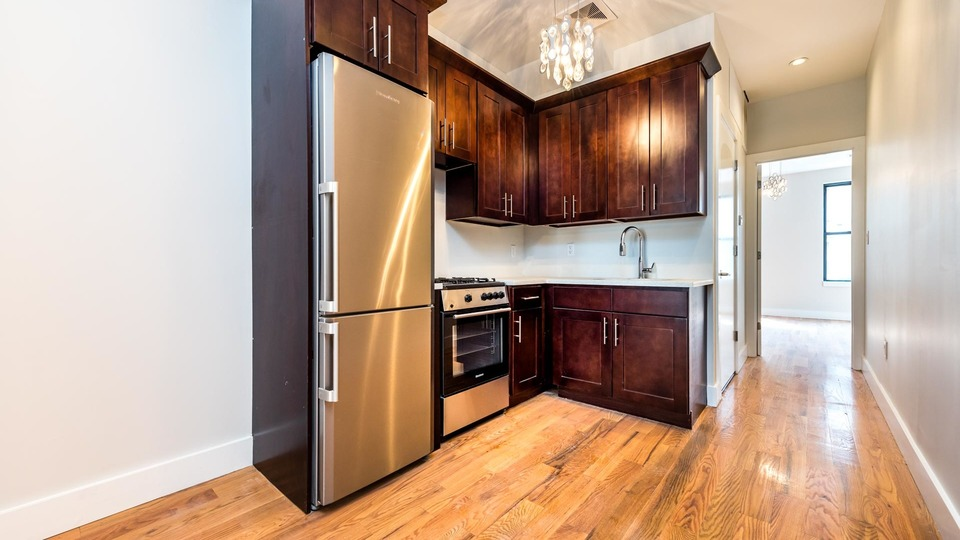 A $2,425.00, 3 bed / 1 bathroom apartment in Bushwick