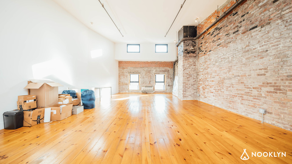 A $3,600.00, 0 bed / 1 bathroom apartment in Williamsburg