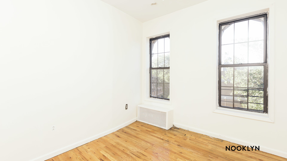 A $2,100.00, 3 bed / 1 bathroom apartment in Williamsburg
