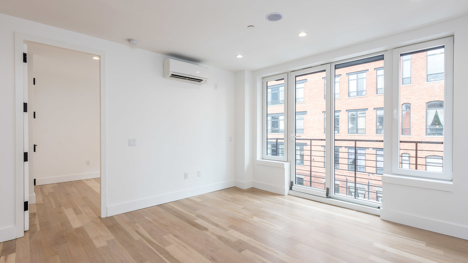 A $5,200.00, 4 bed / 2 bathroom apartment in Williamsburg
