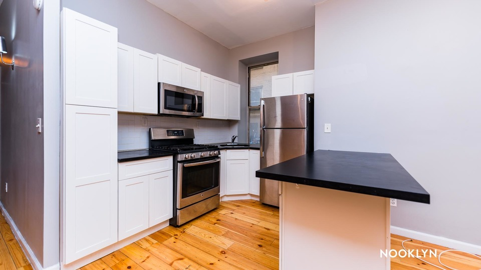 A $3,300.00, 5 bed / 2 bathroom apartment in Harlem