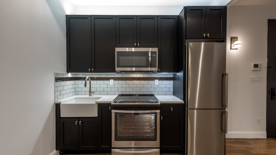 A $2,525.00, 2 bed / 1.5 bathroom apartment in PLG: Prospect Lefferts Gardens