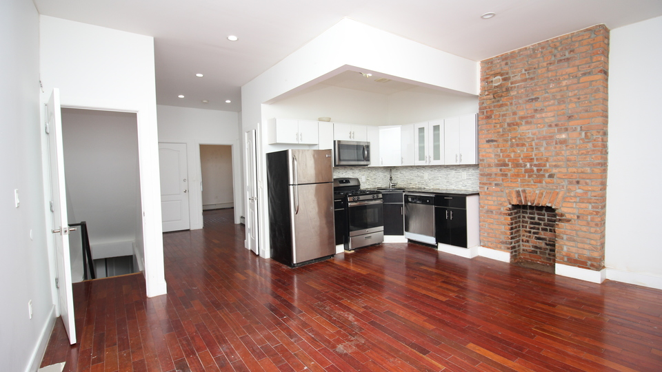 A $2,900.00, 2.5 bed / 3 bathroom apartment in Bed-Stuy