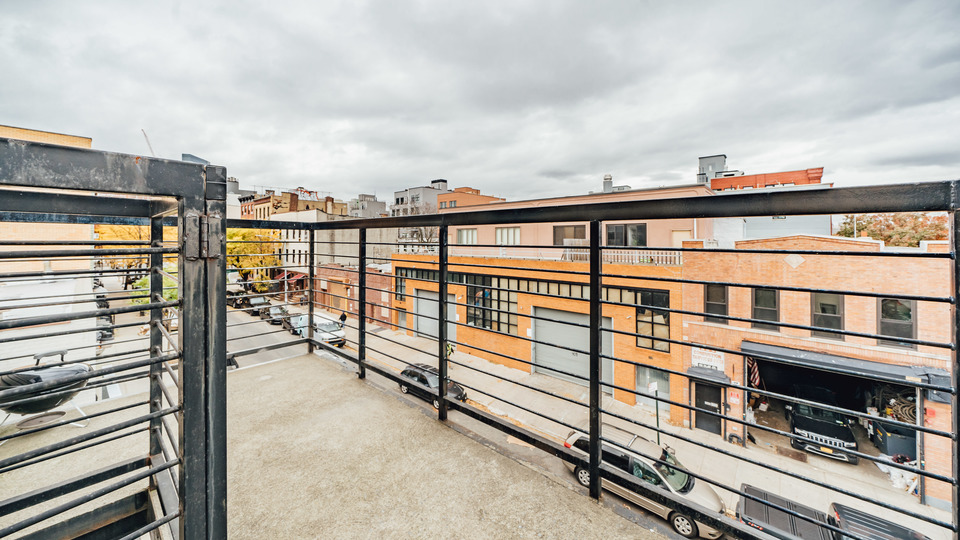 A $2,790.00, 3 bed / 1 bathroom apartment in Greenpoint