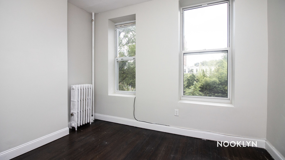 A $2,347.00, 3 bed / 1 bathroom apartment in Bed-Stuy