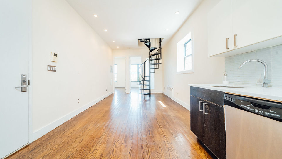 A $3,600.00, 4 bed / 1 bathroom apartment in Prospect Heights