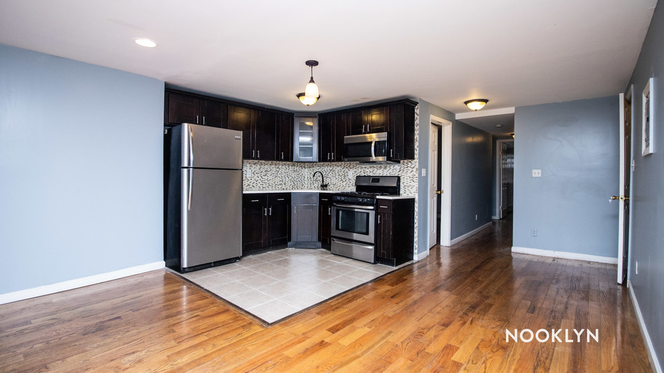A $2,700.00, 3 bed / 2 bathroom apartment in Bushwick