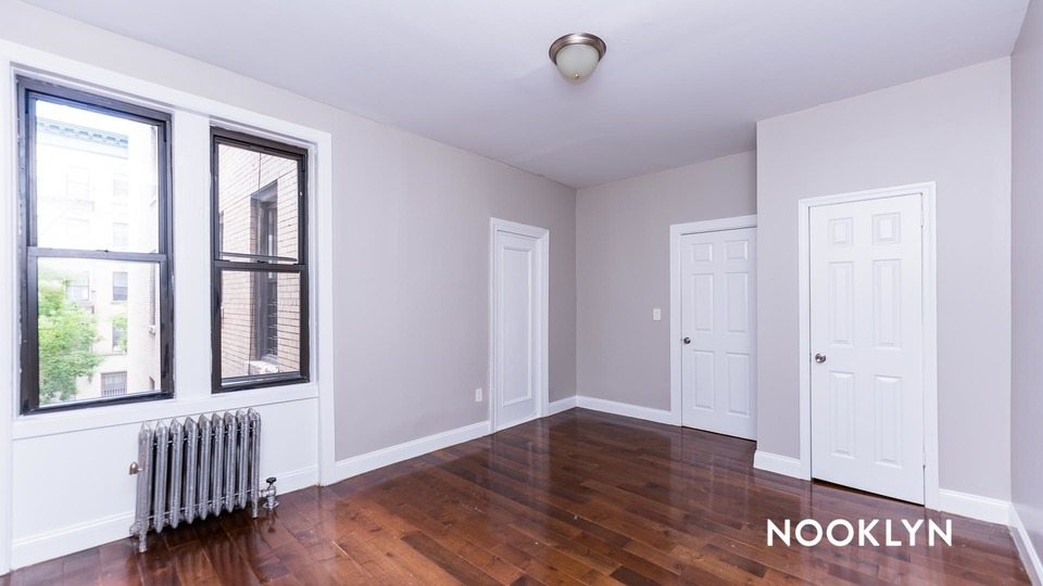 A $2,800.00, 3 bed / 1 bathroom apartment in Harlem