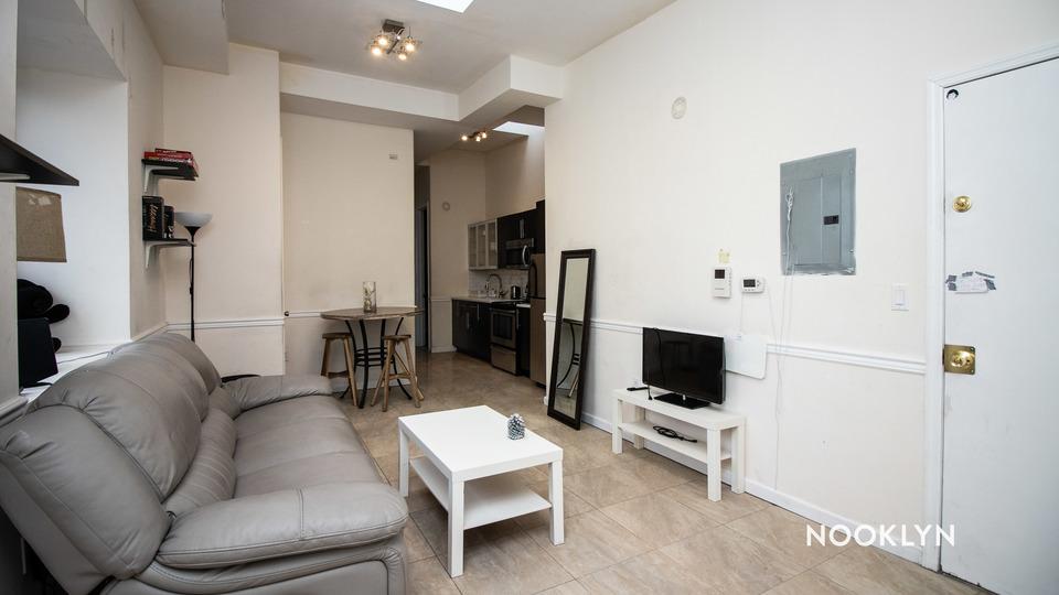 A $2,500.00, 3 bed / 2 bathroom apartment in Bushwick