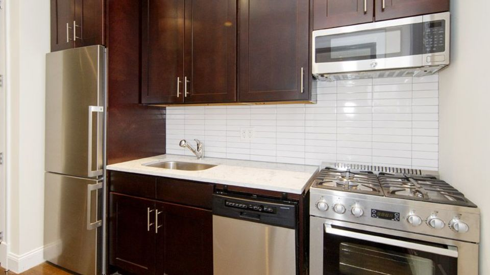 A $3,850.00, 3 bed / 1 bathroom apartment in Carroll Gardens