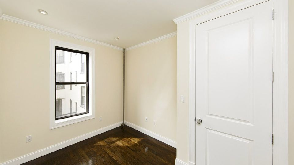 A $3,416.00, 3 bed / 1 bathroom apartment in Carroll Gardens