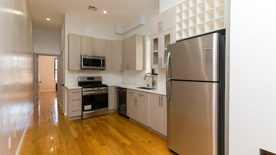A $2,750.00, 3 bed / 2 bathroom apartment in Bed-Stuy