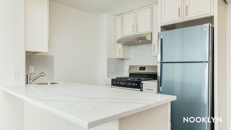 A $2,700.00, 1 bed / 1 bathroom apartment in Maspeth