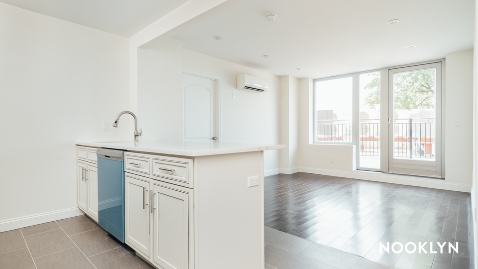 A $2,933.00, 1 bed / 1 bathroom apartment in Maspeth