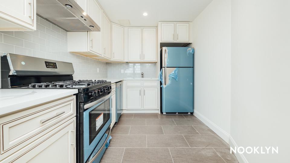 A $2,284.00, 1 bed / 1 bathroom apartment in Maspeth