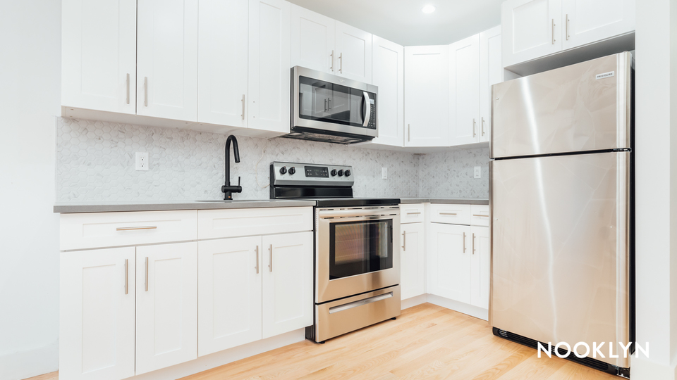 A $3,200.00, 2 bed / 1 bathroom apartment in Bed-Stuy