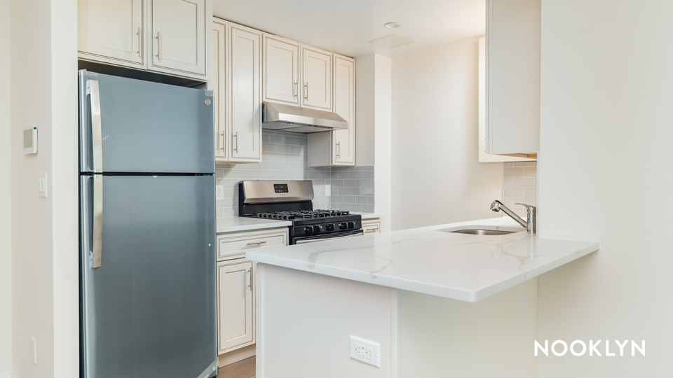A $2,723.00, 2 bed / 1 bathroom apartment in Maspeth