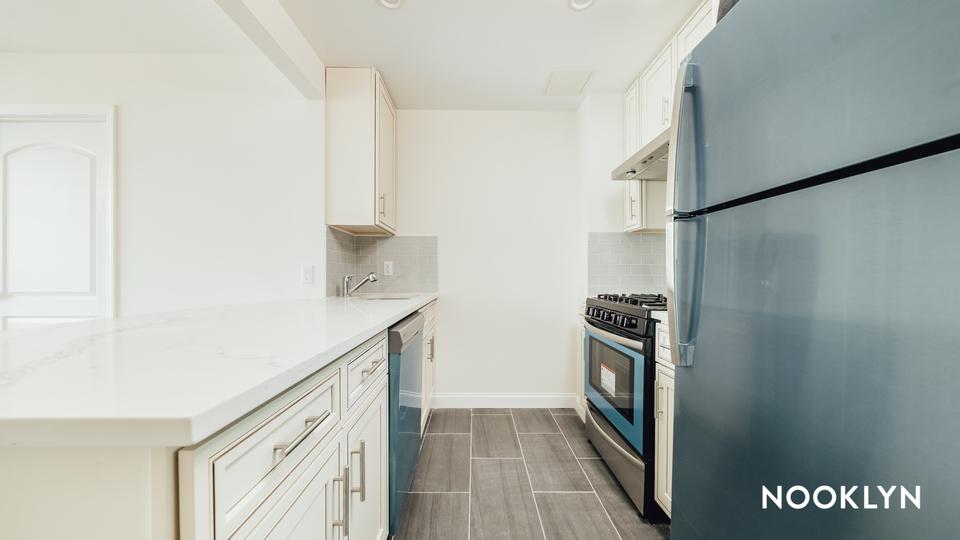 A $2,723.00, 2 bed / 1 bathroom apartment in Maspeth