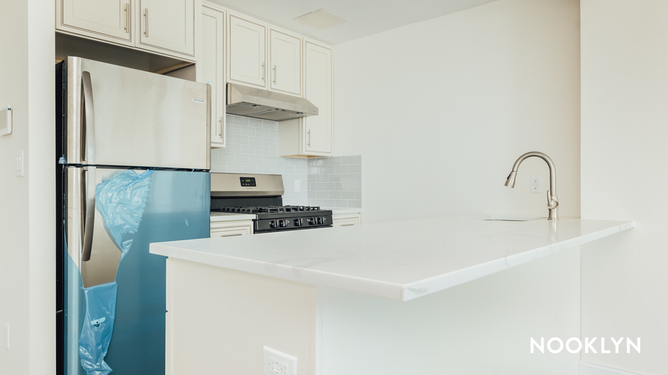 A $2,933.00, 2 bed / 1 bathroom apartment in Maspeth