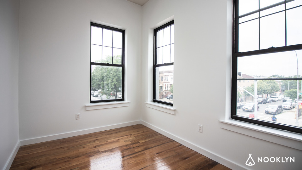 A $2,600.00, 3 bed / 1 bathroom apartment in Bushwick