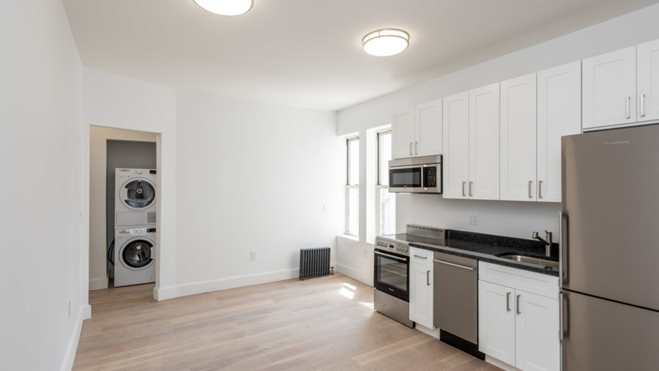 A $2,566.00, 3 bed / 1 bathroom apartment in Bed-Stuy