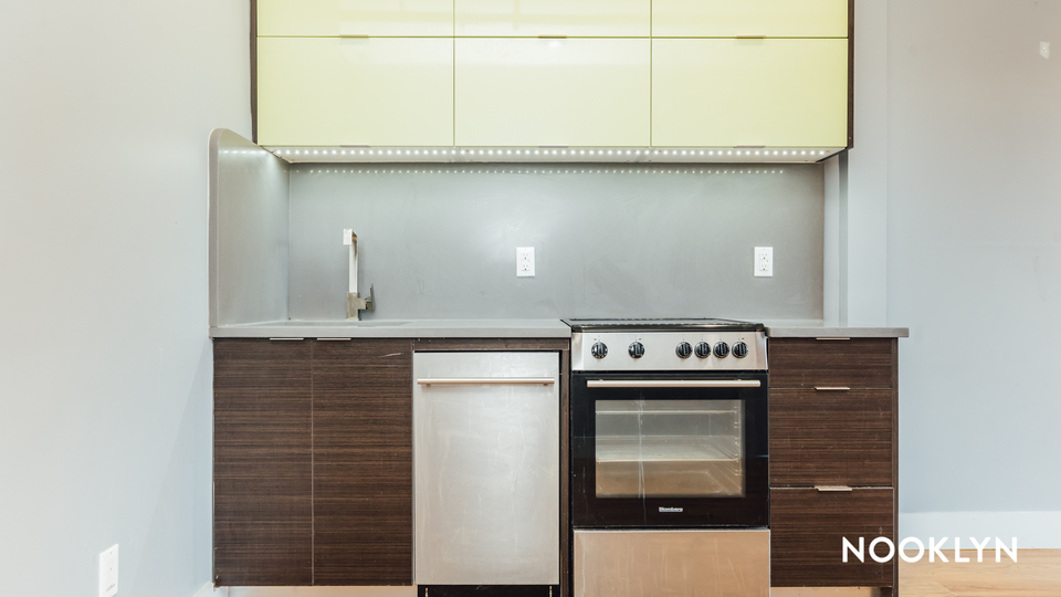 A $2,700.00, 3 bed / 1.5 bathroom apartment in Bed-Stuy