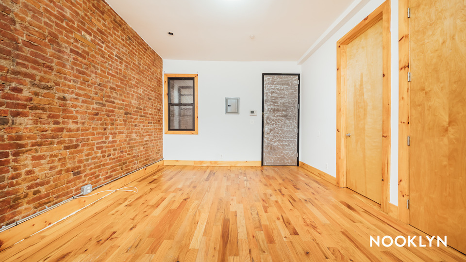 A $2,350.00, 3 bed / 1 bathroom apartment in Bushwick