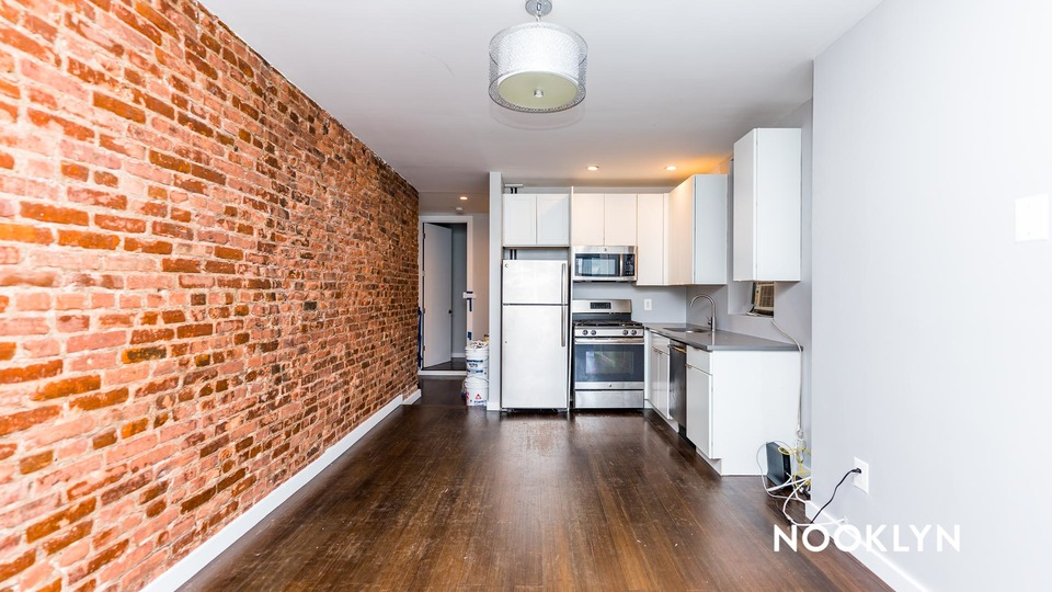 A $2,480.00, 3 bed / 1 bathroom apartment in Harlem