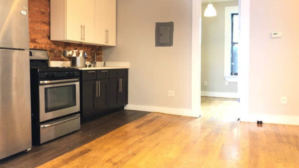 A $2,400.00, 3 bed / 1.5 bathroom apartment in Brownsville