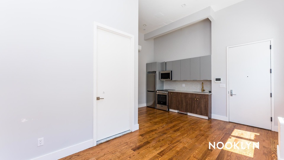 A $1,925.00, 0 bed / 1 bathroom apartment in Williamsburg