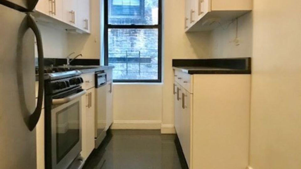 A $2,075.00, 2 bed / 1 bathroom apartment in Washington Heights