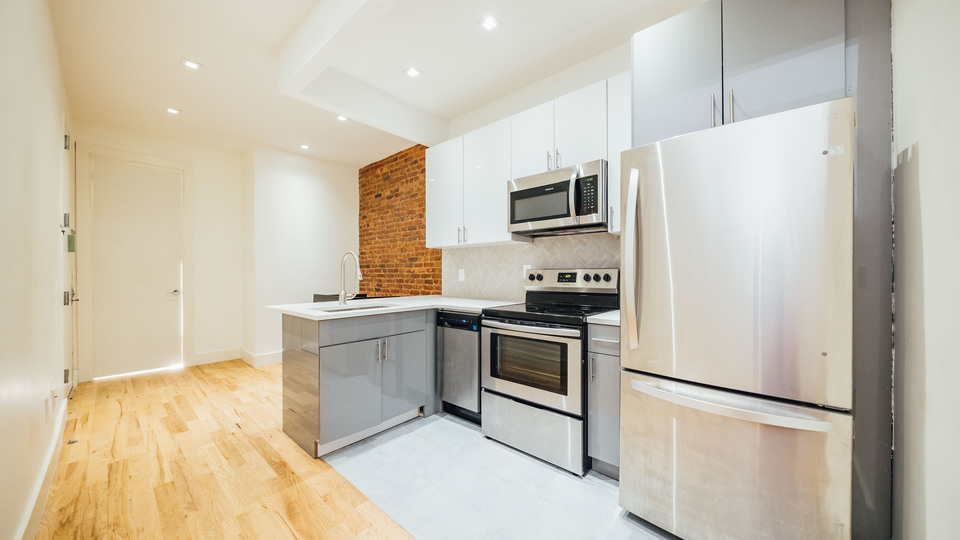 A $2,550.00, 3 bed / 2 bathroom apartment in Bed-Stuy