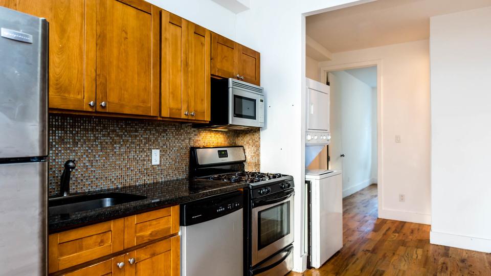 A $2,141.00, 2 bed / 1 bathroom apartment in Bushwick