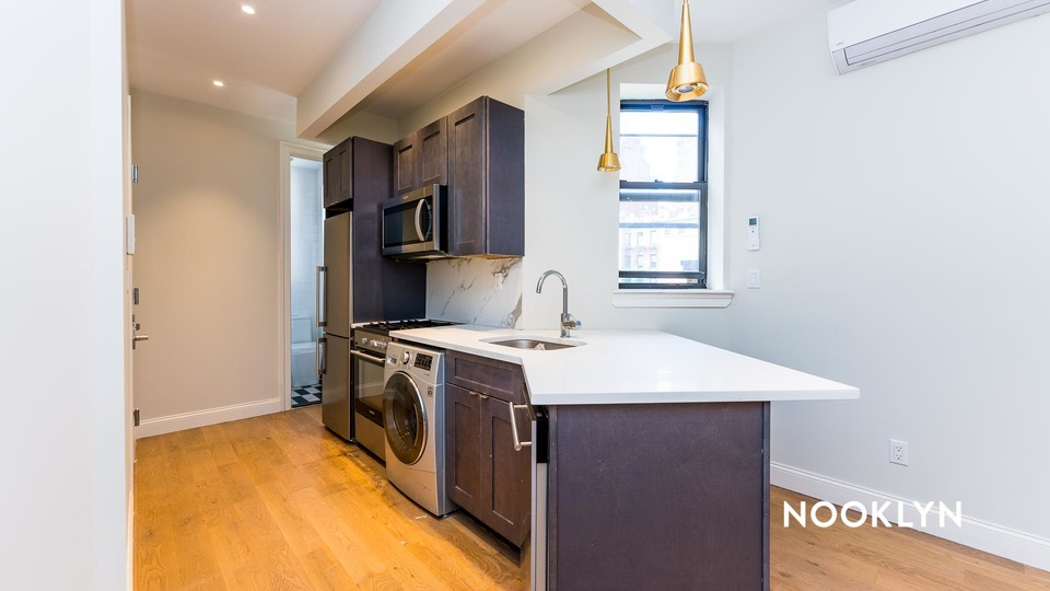 A $3,416.00, 2 bed / 1 bathroom apartment in Upper East Side