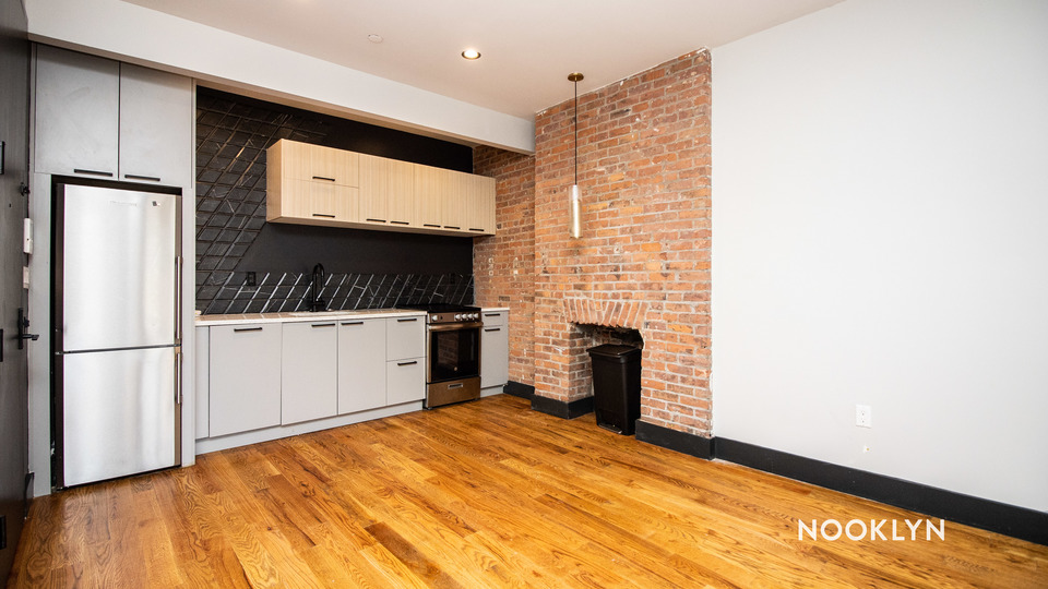 A $3,000.00, 3 bed / 1 bathroom apartment in Williamsburg