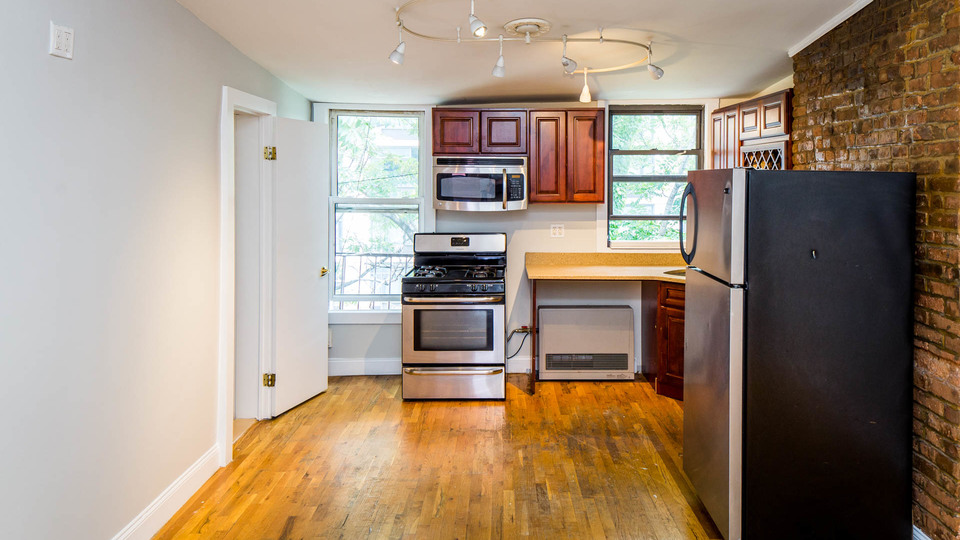 A $3,900.00, 3 bed / 1 bathroom apartment in Williamsburg