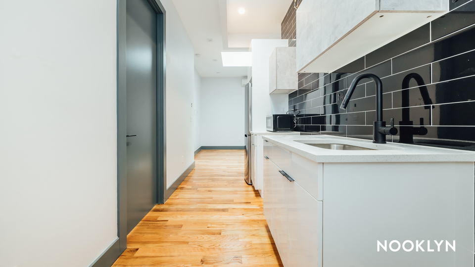 A $2,841.00, 2 bed / 2 bathroom apartment in Williamsburg